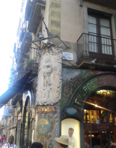 Detalle de la esquina del Carrer de la Petxina - Barcelona