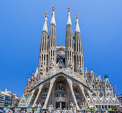 Vista frontal de la Sagrada Familia - Barcelona